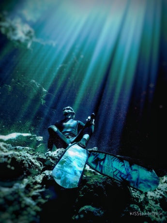 Freedive Tulum instructor in cenote the pit